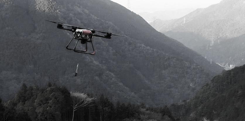 林業用苗木運搬ドローンの飛行画像