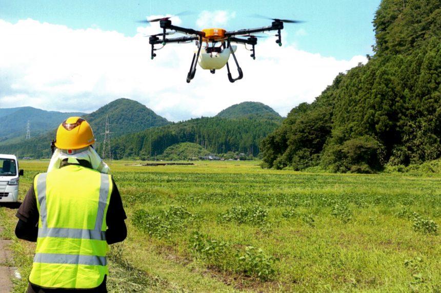 飛助DX農薬散布ドローンの実際の飛行画像